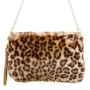 Handbags - 🐆FAUX FUR ANIMAL PRINT CROSSBODY/CLUTCH